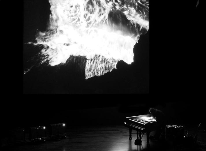 Stephen O'Malley (solo) / Tempestarii – Video by Gast Bouschet & Nadine Hilbert @ The Wall