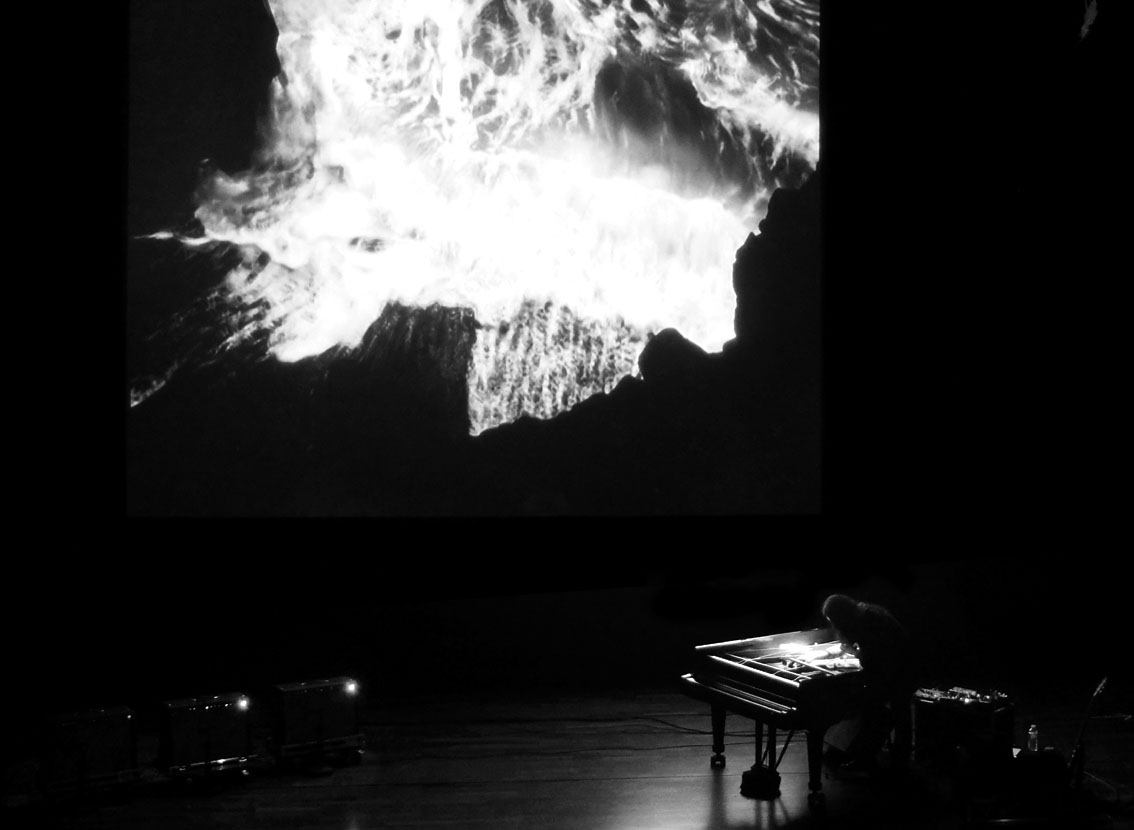 Tempestarii – Video by Gast Bouschet & Nadine Hilbert with music by Stephen O'Malley @ les rencontres internationales / Gaîte Lyrique