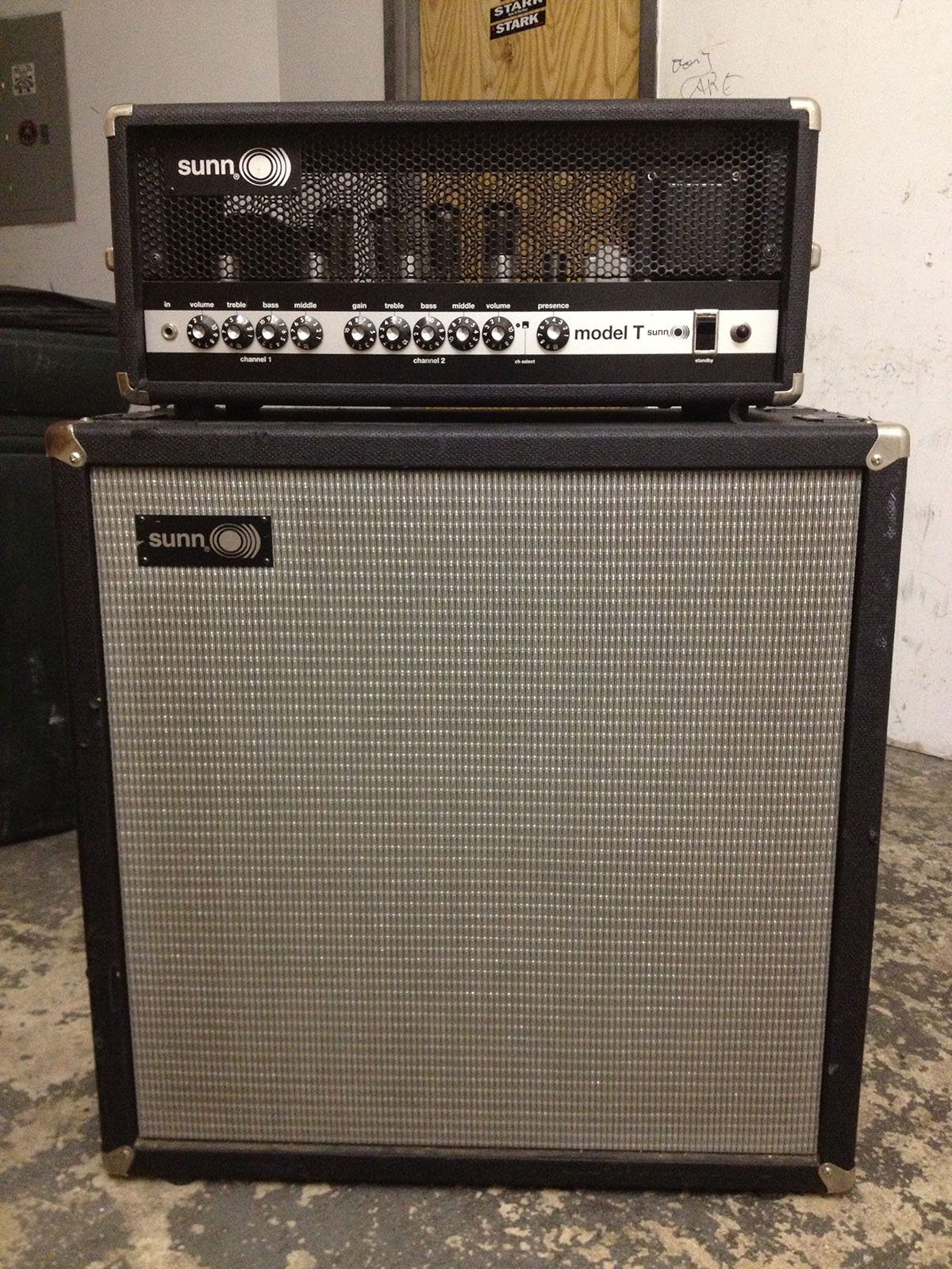 ATTENTION! I'm selling a SUNN O))) MODEL T amplifier (late 90s Fender reissue) + matching 4x12